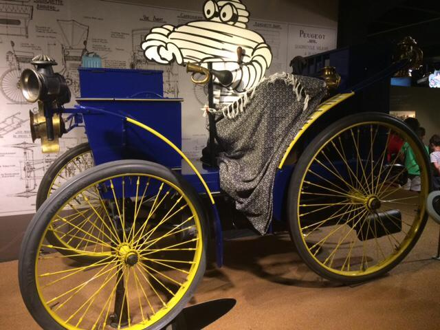 voiture eclair vue au musee michelin