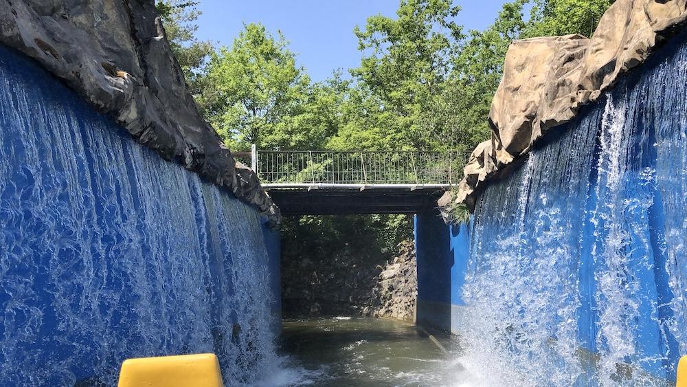 parc d'attractions Le Pal : attraction descente du colorado chute d'eau
